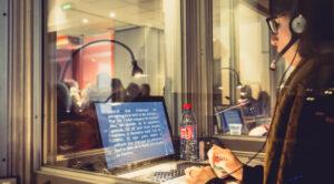 Le sous-titrage en temps réel - vélotypie - Le Messageur - Le métier d'interprète de l'écrit