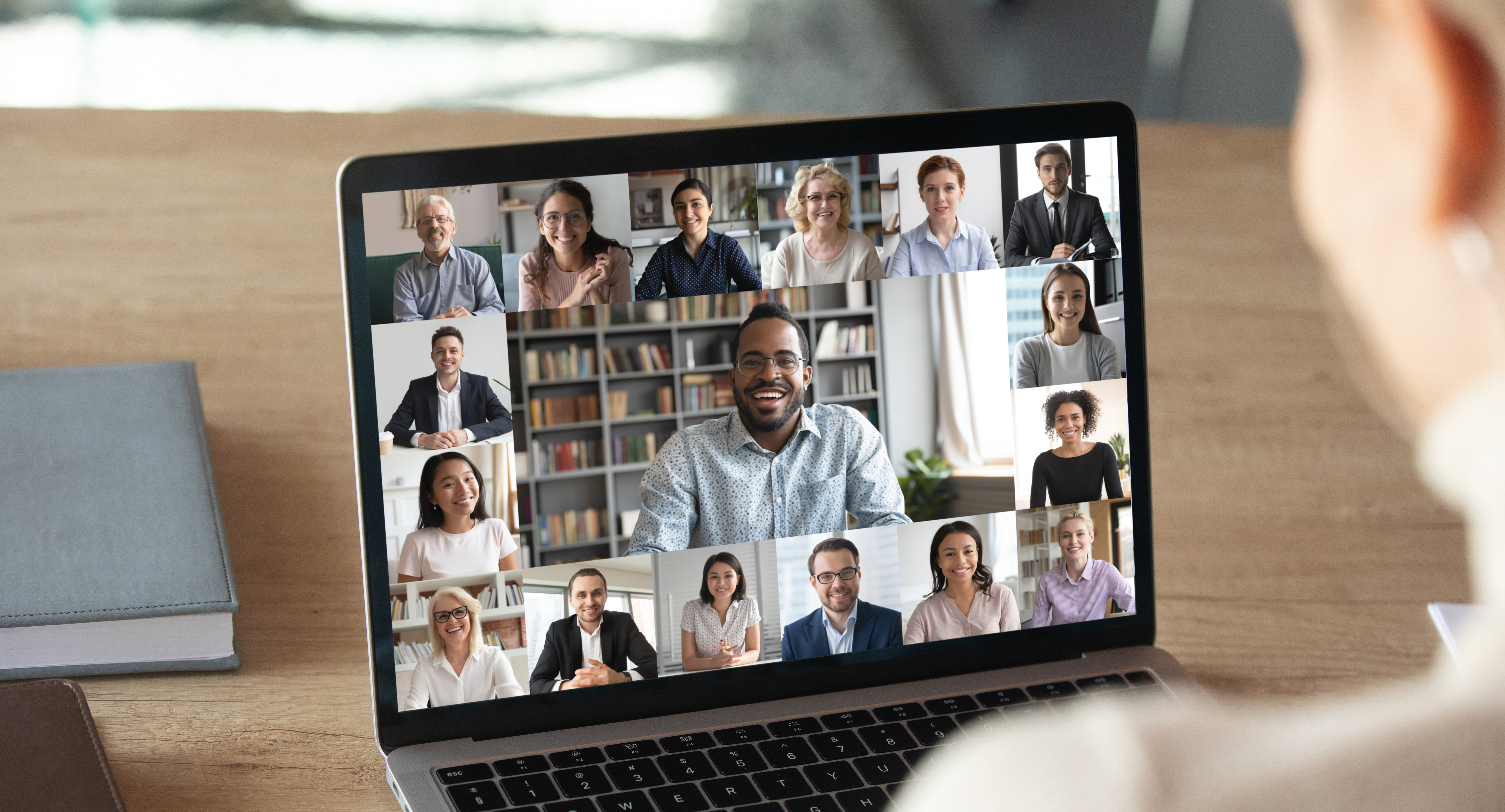Rendre accessibles et inclusives réunions et webinaires en visioconference - Les prestations de sous-titrage en temps réel à distance réalisées par les interprètes de l'écrit du Messageur
