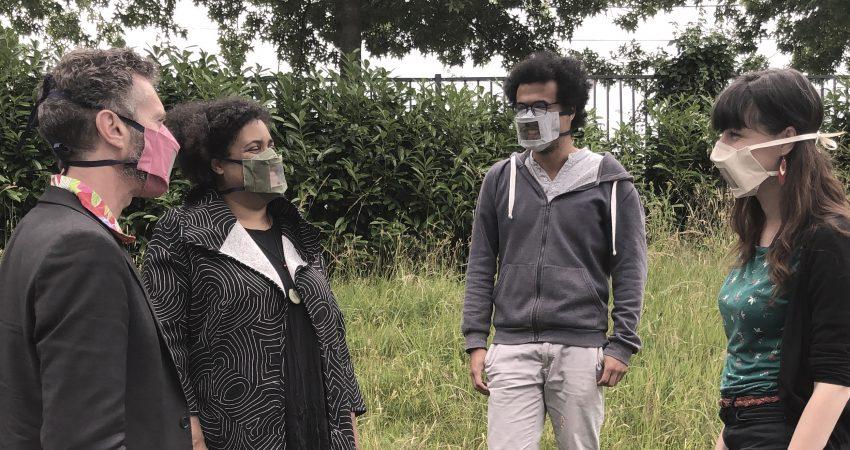 Des Masques Transparents Pour L'équipe Du Messageur Réalisés Par Les Couturières Masquées