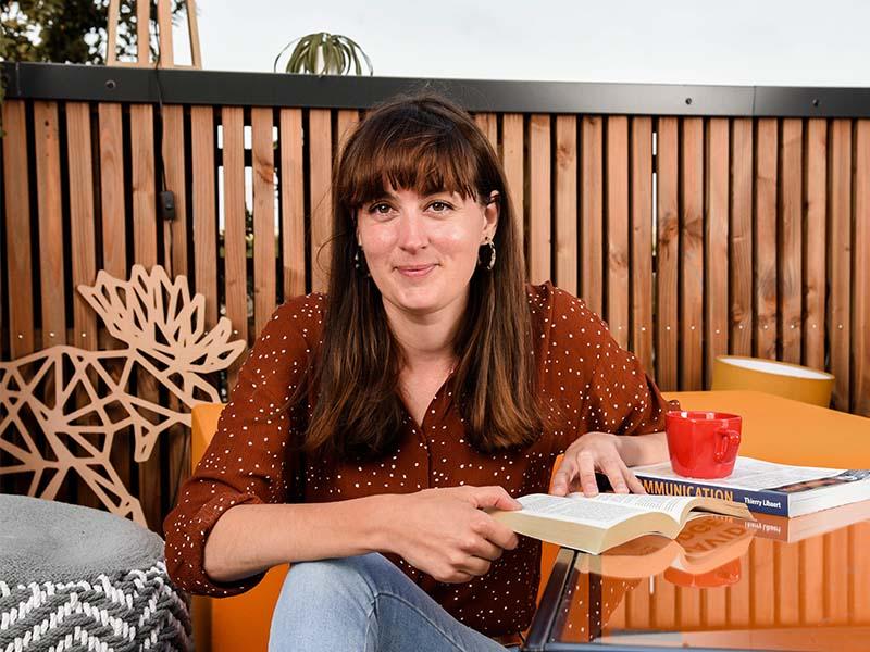 Solène NICOLAS, responsable de la communication et formatrice au Messageur